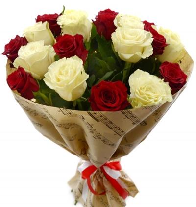 11 gül ve küçük ayıcık 21 Kırmızı Beyaz Güller