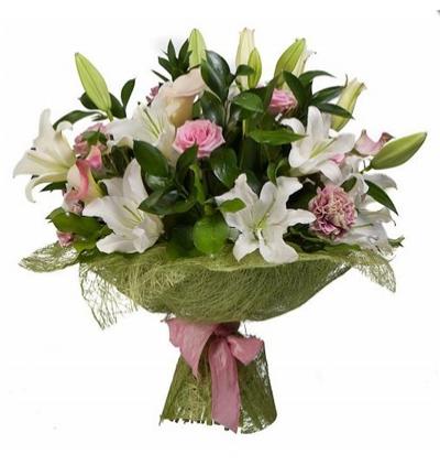 9 kırmızı gül buketi Lilyum ve Mevsim Çiçekleri